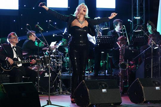 Eva Máziková na pódiu