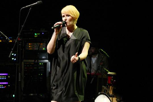 Tereza Černochová byla hostem koncertu k deseti letům B-Side Bandu.