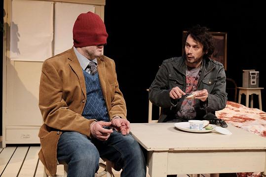 Při divadelních zkouškách s kolegou Josefem Poláškem