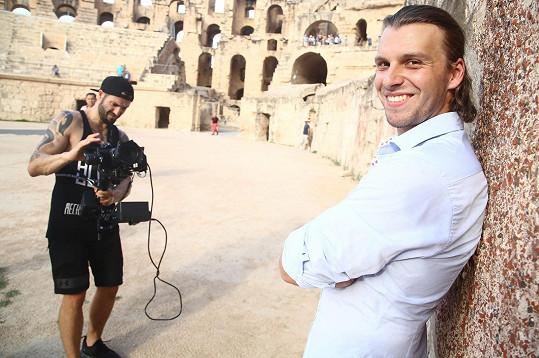 Michal s Vaškem Noidem Bártou, který klip pro seskupení 4 Tenoři režíroval, v koloseu v El Jemu.