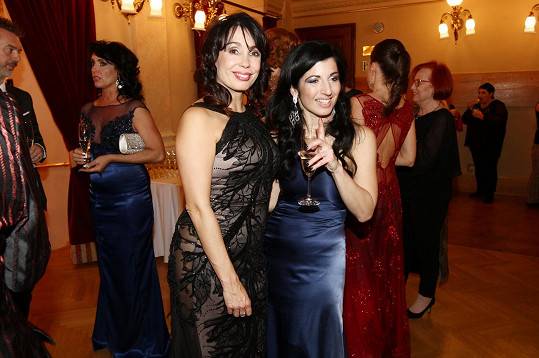 Návrhářka s herečkou Nelou Boudovou, kterou také obléká.