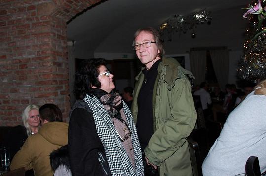 Nechyběli ani rodiče Lucie Vondráčkové - Jiří Vondráček s manželkou Hanou Sorrosovou.