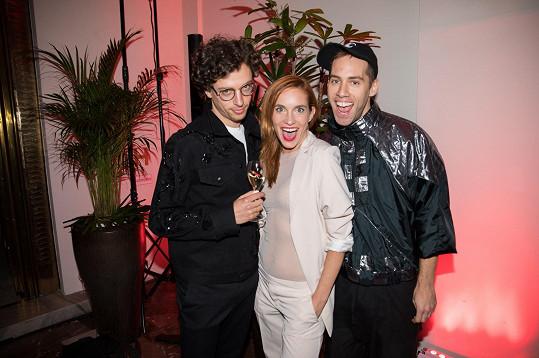 Tahle trojka se zná velmi dobře. Honza a Petr hrají s Hankou Vagnerovou v představení divadla Kalich Podivný případ se psem.