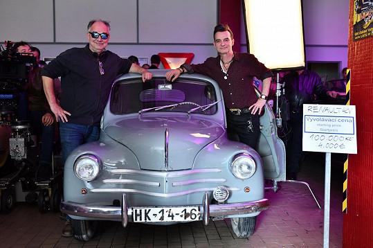 Ondřej Trojan (vlevo) s představitelem filmového bouráka, bratrem Ivanem Trojanem
