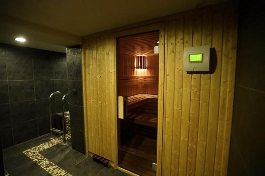 Hned vedle je sauna...