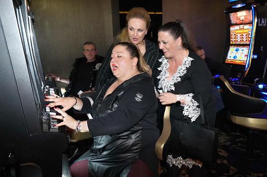 S kolegyněmi ze seskupení Trojhlavá saň Lindou Finkovou a Vlaďkou Pirichovou.