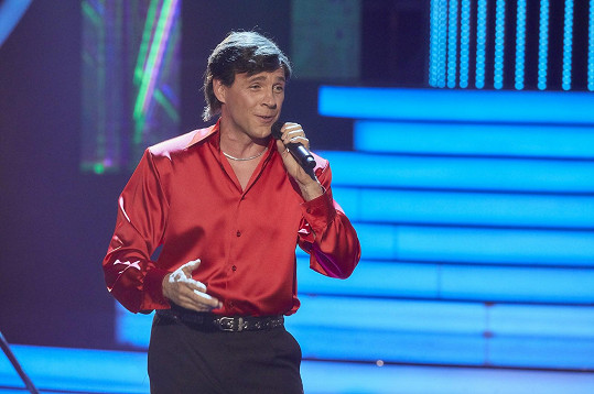 Roman Vojtek jako Karel Gott