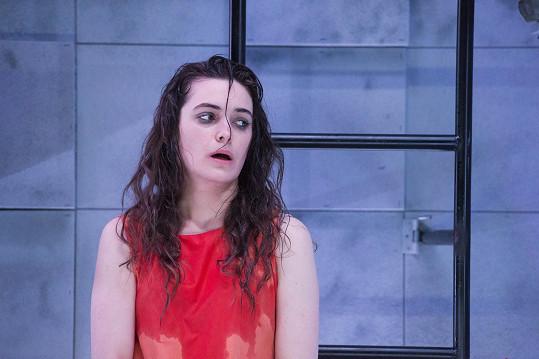 Sarah Haváčová v divadelní hře Po konci světa