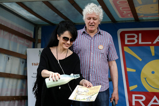 Dorazila i Lucie Bílá, která mimo jiné pokřtila knihu Miloše Zapletala Báchorky Blanických rytířů.