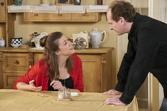 Byla partnerkou Bédi (Adrian Jastraban), který se s ní rozešel.