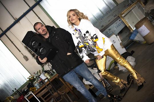 Klip natáčel Adam Pavelka, který zpěvačce není neznámý.