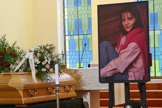 Rodina se s herečkou naposledy rozloučí ve Šlapanicích u Brna, kde po zádušní mši proběhne uložení na hřbitově.