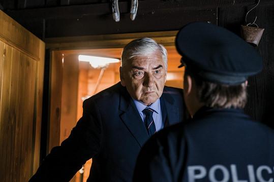Strážmistr Topinka s doktorem Martinem.