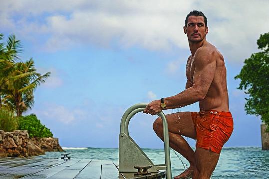 Ta se nese ve stylu Jamese Bonda. Fotilo a natáčelo se proto stylově ve vile autora bondovek Iana Fleminga na Jamajce.