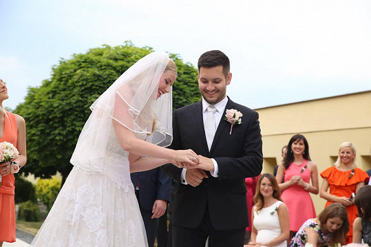 Takhle vypadal její svatební den....