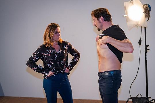 Lukáš Latinák se v rámci své role v nové komedii Casting na lásku předváděl před Terezou Petráškovou.