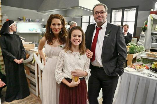 Bára se svými kolegy při natáčení seriálu