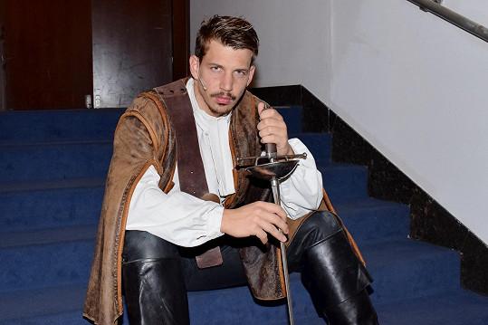 V představení ho v roli Athose nahradí Peter Pecha.
