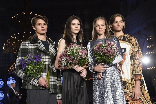 Vítězi Schwarzkopf Elite Model Look za Česko se stali Martin Burian (vlevo) a Marie Sýkorová (druhá zprava). Nejkrásnějšími slovenskými finalisty byli Jakub Janírek (vpravo) a Jasmína Simová (druhá zleva).