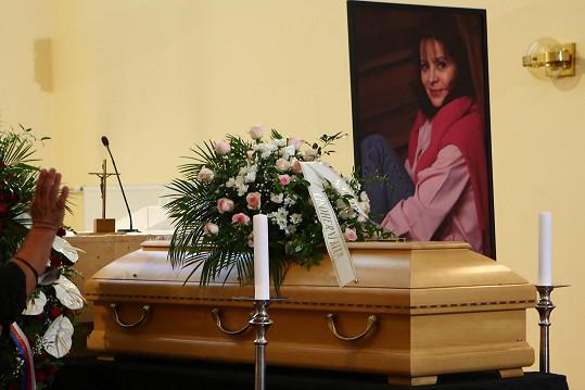 Poslední rozloučení s Libuší Šafránkovou probíhá v kostele na Spořilově.