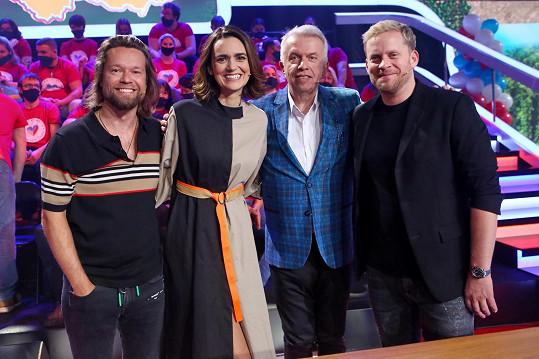 Své znalosti předvedla v pořadu Máme rádi Česko spolu s Richardem Krajčem a Jaroslavem Svěceným.