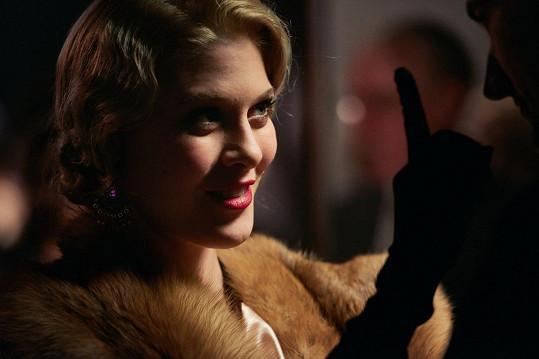 Kateřina Klausová coby Adina Mandlová ve filmu Lída Baarová
