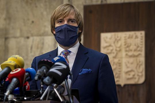 Do funkce ministra zdravotnictví se vrací po osmi měsících.