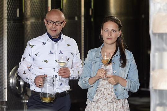 Vína si Anna v seriálu užije dosyta.