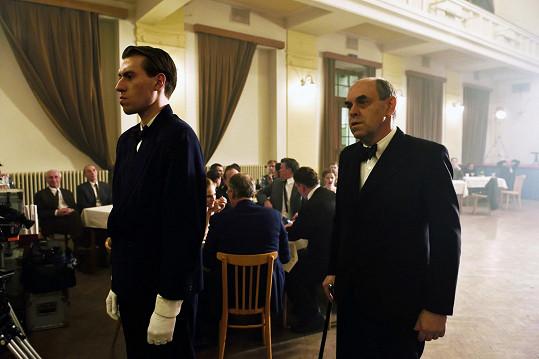 Nápadníka v posledním díle Zahradnictví hraje Jáchym Kučera, věčně doprovázený svým otcem Miroslavem Táborským.