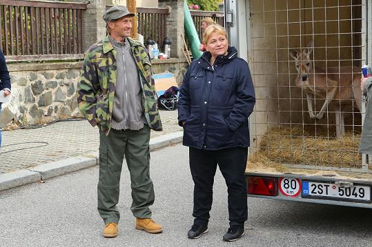 Nejen se psy přišla herečka při natáčení Krejzových do styku. Už krotila medvěda a tentokrát došlo i na klokana.
