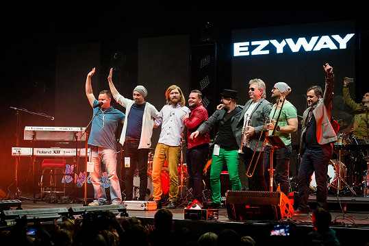 Frontman Ezy skončil se zánětem močových cest.