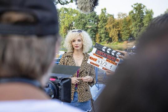 Jana jako prostitutka při natáčení filmu Bábovky
