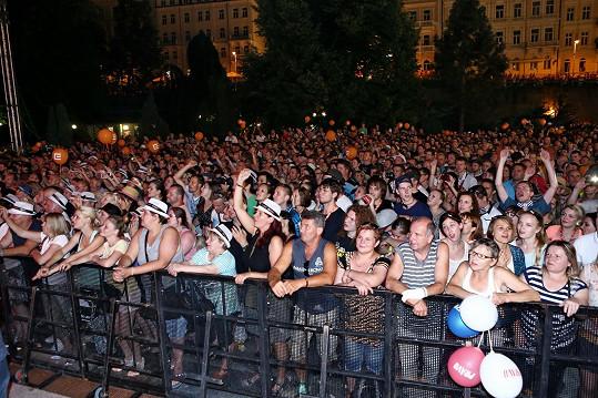 Tleskalo na 10 tisíc fanoušků.