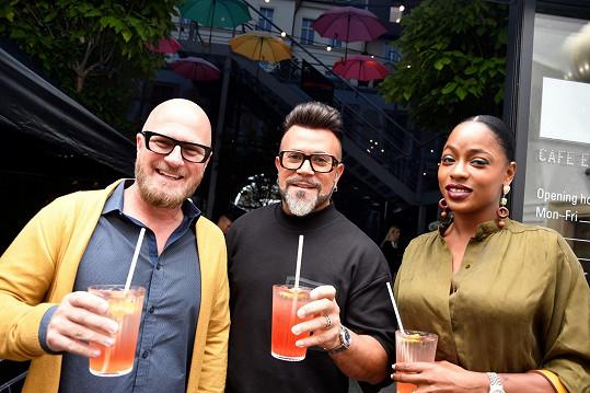 Osmany Laffita dorazil na párty s manželem Guyem a kubánskou kamarádkou Yaise Delgado, která si zahrála i v komedii Ženy v pokušení.