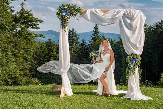 Svatba proběhla v horském hotelu v Beskydech.