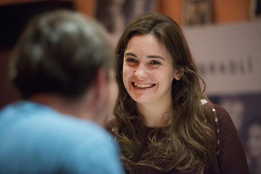 Sarah Haváčová zkouší v Divadle Bez zábradlí hru Po konci světa.
