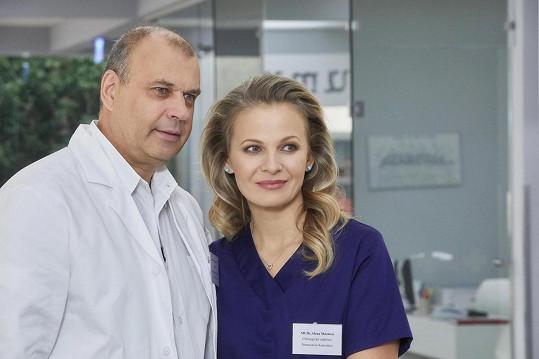 Televizní diváci Badinkovou znají především ze seriálu Ordinace v růžové zahradě. Na snímku s Petrem Rychlým.