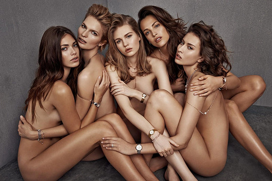 Fotografie nové kampaně známého klenotnictví je inspirovaná jednou z nejznámějších fotografií minulého století od fotografa Herba Rittse.