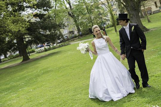 Jedna z normálnějších svatebních fotek.