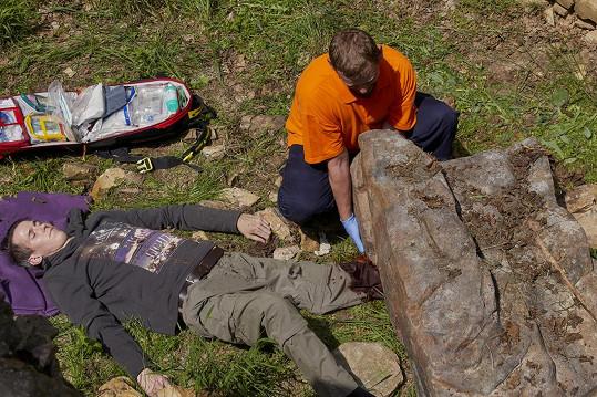 Bývalý florbalista Radek Zelinka si v Ordinaci zahrál zavaleného keškaře, kterému musí amputovat kus končetiny.