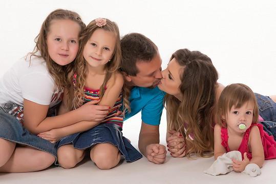 Petr Svěcený s celou rodinou před dvěma lety