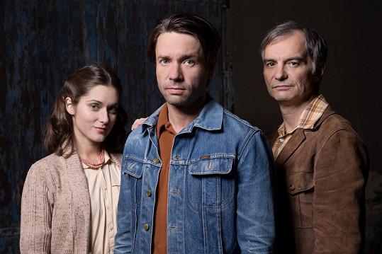 Judit Bárdos, Ivan Trojan a Václav Neužil si společně zahráli v seriálu Svět pod hlavou.