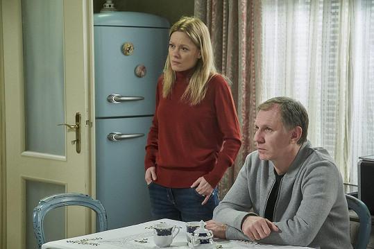 Seriálovým partnerem stomatoložky Blanky je Evžen, kterého hraje Martin Finger.