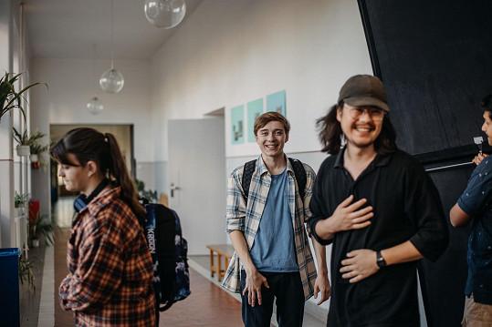 S režisérem Ruyem Okamurou (vpravo)