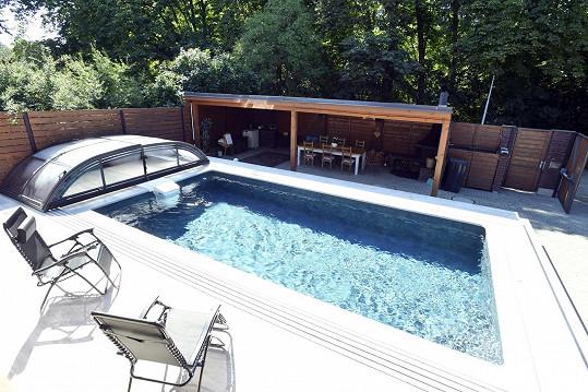 Bazén je pro ni ideální fyziterapie.