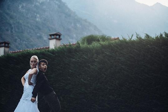 Během příprav vznikly i falešné svatební fotky.