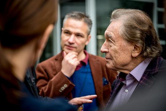 Kája, Janis Sidovský a ucho paní mluvčí