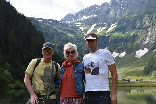 Martin France vyrazil do Alp s kamarádkou Marcelou Březinovou.