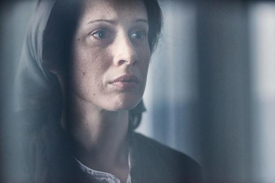 Táňa Pauhofová se z krásky změní ve zničenou ženu.