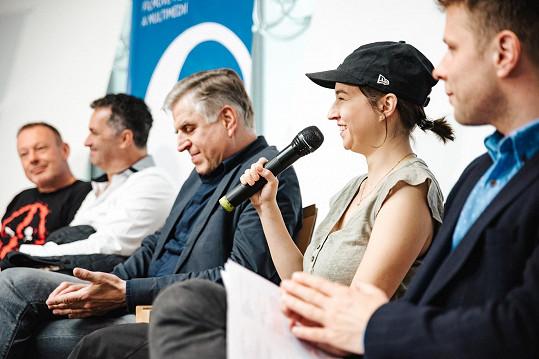 Herečka a zpěvačka na tiskové konferenci k chystanému festivalu Soundtrack, který se bude konat v Poděbradech.